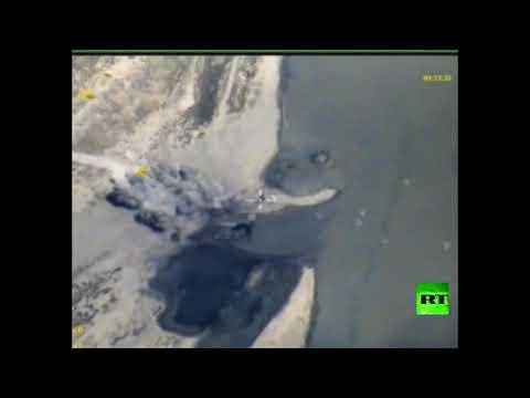 صوت الإمارات - شاهد الطيران الروسي يقصف زوارق داعش في الفرات
