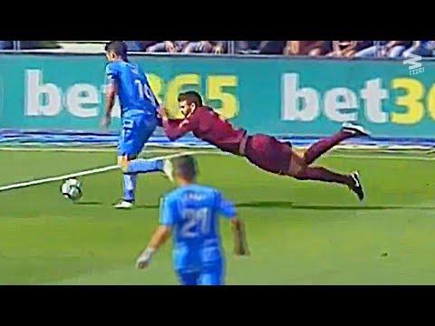 صوت الإمارات - شاهد أطرف لقطات الأسبوع في ملاعب كرة القدم