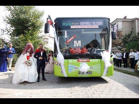 صوت الإمارات - عروسان يحتفلان بزفافهما داخل حافلة نقل عام