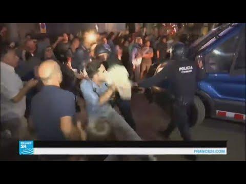 صوت الإمارات - شاهد أحداث شغب وتوتر في إقليم كتالونيا