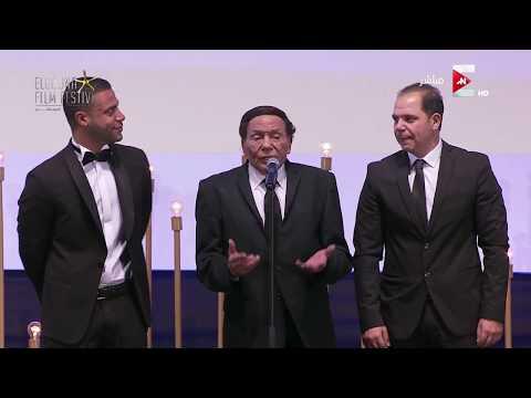 صوت الإمارات - شاهد شريف منير ينهار من البكاء أثناء كلمة عادل إمام في مهرجان الجونة السينمائي