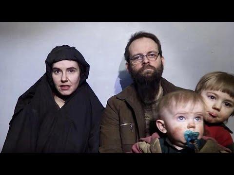 صوت الإمارات - شاهد تحرير عائلة كندية بعد 5 أعوام من الأسر