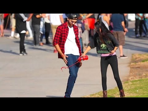 صوت الإمارات - شاهد شاب يحصل على أرقام الفتيات باستعمال سرواله السحري