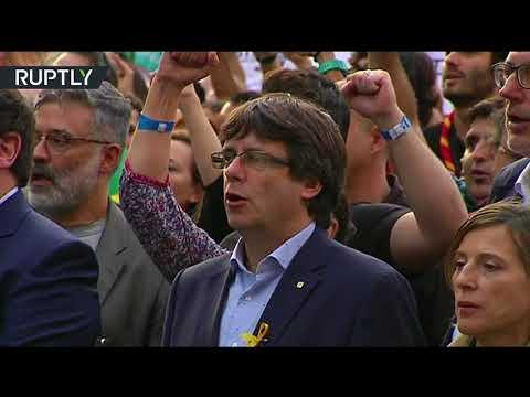 صوت الإمارات - شاهد عزف نشيد كتالونيا الوطني في مظاهرات برشلونة