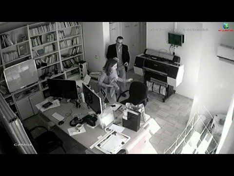 لحظة سرقة رجل لجهاز كمبيوتر محمول من داخل شركة مغربية