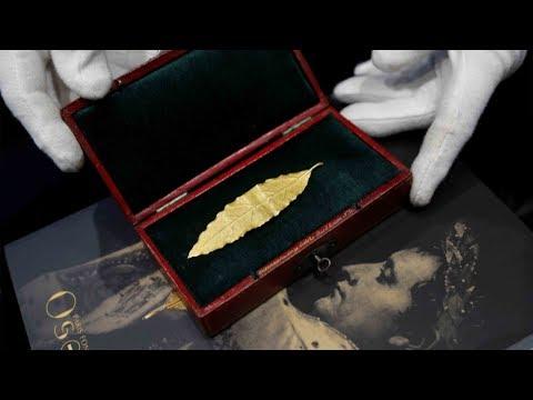 شاهد ورقة ذهبية من تاج نابليون للبيع في مزاد في فرنسا