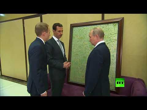 شاهد الأسد يهدي بوتين لوحة تذكارية