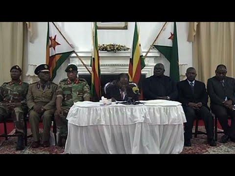شاهد موغابي يتمسك بالسلطة ويتحدى المطالبات باستقالته