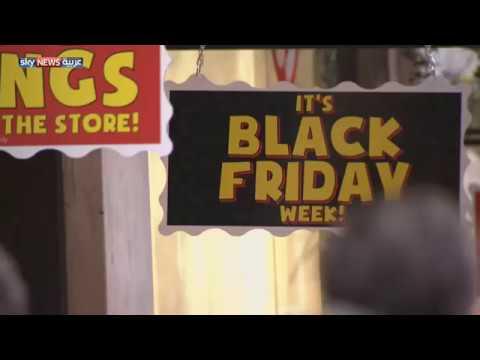 بالفيديو ينفق المتسوقون في بريطانيا أكثر من 7 مليارات جنيه استرليني خلال 4 أيام