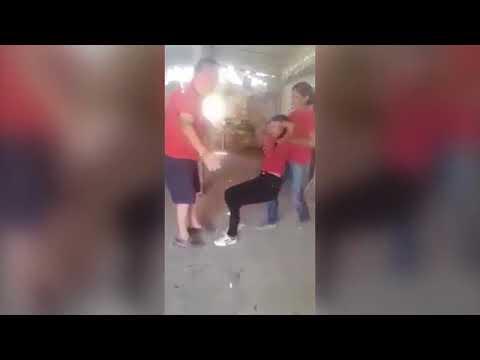 شاهد لقطات غريبة لطالبة ممسوسة تتلوى على الأرض