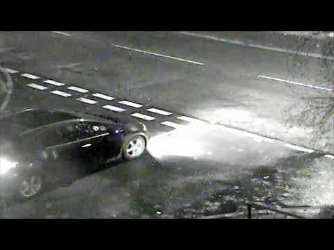 شاهد سائق يدهس رجلا يعبر الطريق عمدا