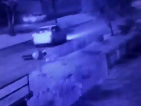 شاهد سائق أوبر يرمي راكبا من السيارة على طريق مزدحم
