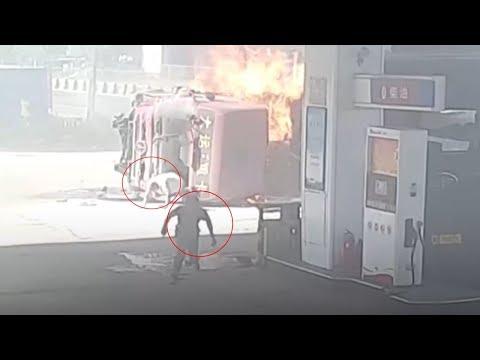 لحظة انفجار شاحنة بعد تحطمها في محطة وقود