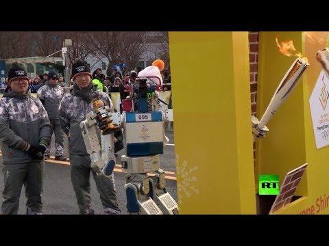شاهد روبوت كوري جنوبي يحمل الشعلة الأولمبية