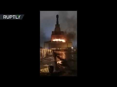 شاهد حريق يلتهم 100 متر مربع من فيدنخا في موسكو
