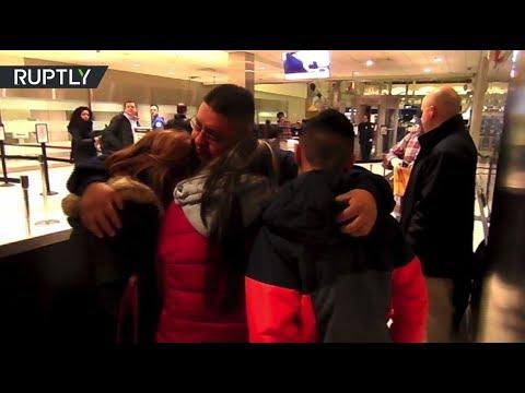بالفيديو فيديو حزين لرجل يودع عائلته بعد ما طردته أميركا