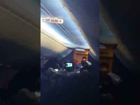 شاهد مراسم زفاف على متن طائرة أميركية
