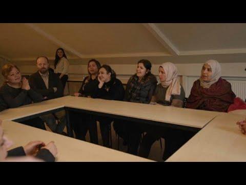شاهد فرقة موسيقية لنساء سوريات في تركيا تُصدر ألبومًا