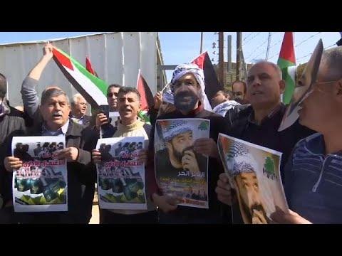 شاهد الجيش الإسرائيلي يفض مسيرة سلمية قرب رام الله بالرصاص وقنابل الغاز