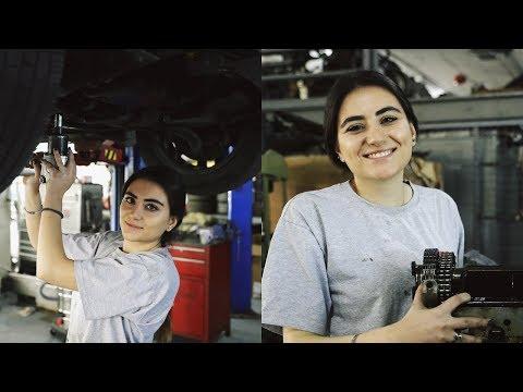 رنا تعمل في وظيفة الميكانيكي على الرغم من جمالها