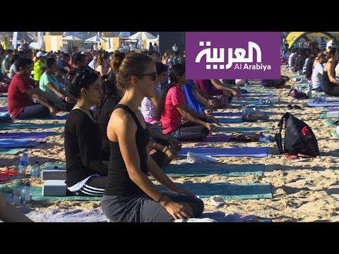 شاهد يوغا مع النجوم على شواطئ دبي