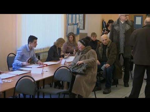 الناخبون الروس يتوجهون إلى مراكز الاقتراع