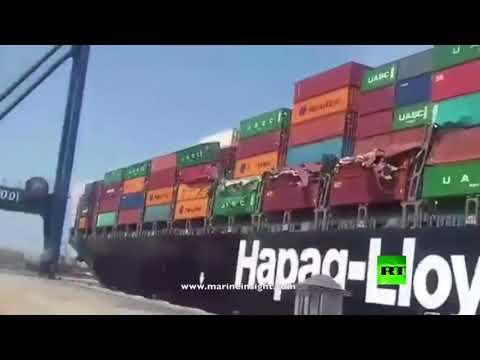 تصادم سفينتي شحن عملاقتين في ميناء كاراتشي