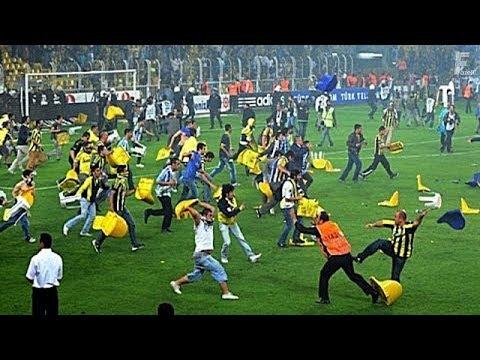 قتال ساخن بين اللاعبين والجمهور