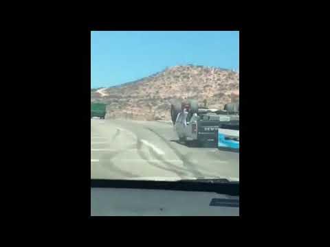 شاهد بالفيديو سيارة تمشي بالمقلوب