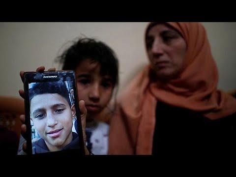 شاهد عائلة تودّع طفلها الذي قُتل برصاص جنود إسرائيليين في غزة