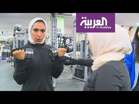 شاهد بالفيديو  سعوديات يرفعن الأثقال