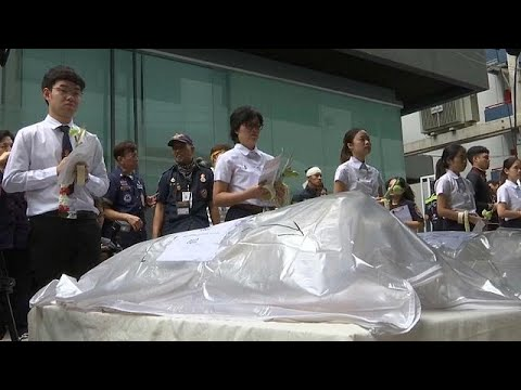 شاهد طلاب تايلاند يودّعون جثثًا استخدموها في دراساتهم التشريحية