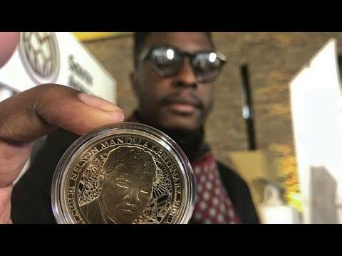 شاهد جنوب أفريقيا تصدر عملة ذهبية