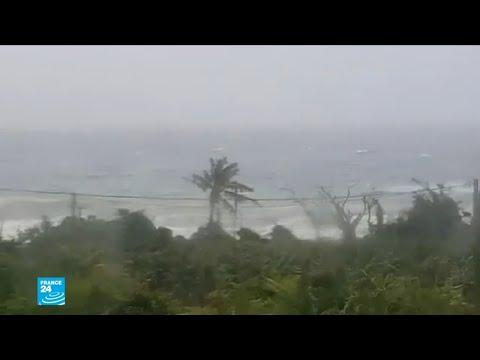 شاهد عاصفة إسحق تضرب سواحل