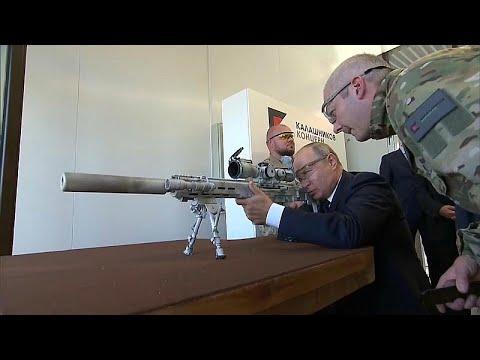 شاهدكيف أطلق بوتين رصاص كلاشينكوف بنفسه