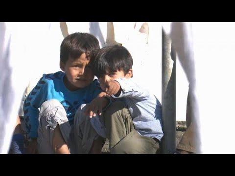 شاهدمخيم موريا الرهيب في اليونان يستضيف 9 آلاف من اللاجئين والمهاجرين