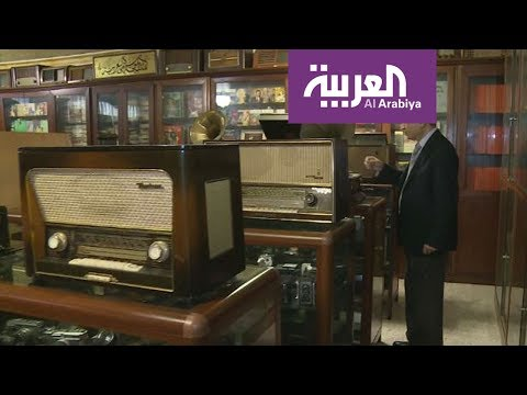شاهد لبناني يحول منزله إلى متحف لروائع الموسيقى العربية