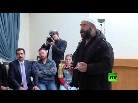 شاهد الأسد يحتسي قهوة النصر مع مختطفي السويداء المحررين