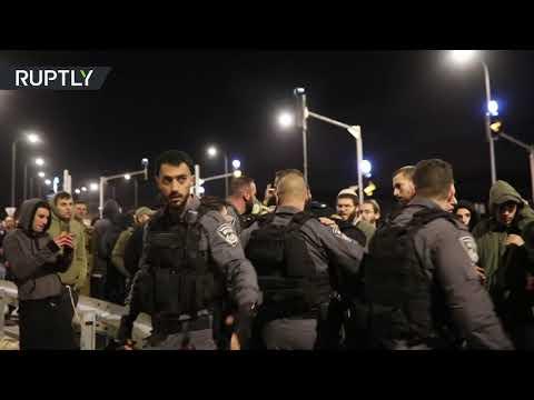 شاهد اشتباك المستوطنين مع قوات الشرطة الإسرائيلية في جفعات آساف