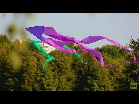 شاهد  فعاليات مهرجان السماء الملونة بالطائرات الورقية في موسكو
