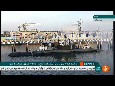 شاهد حسن روحاني يدشّن غواصة جديدة محلية الصنع مزودة بصواريخ كروز