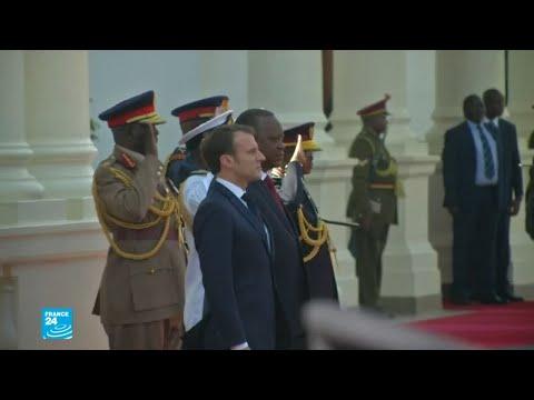 شاهد الرئيس ماكرون يصل كينيا ضمن جولته في منطقة القرن الأفريقي
