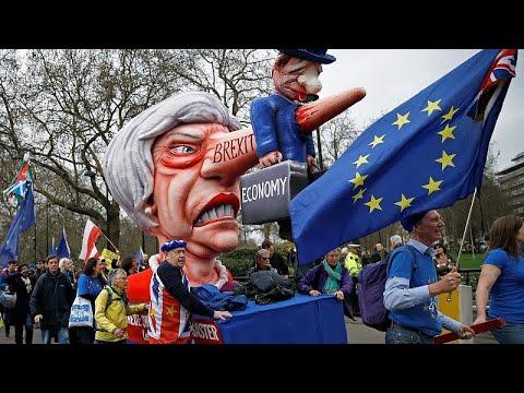 شاهد احتجاجات عارمة في شوارع لندن للمطالبة باستفتاء جديد على بريكست