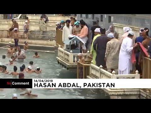 شاهد آلاف الهنود يحتفلون بعيد السيخ في باكستان