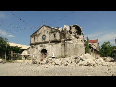 شاهد زلزال بقوة 65 درجات بمقياس ريختر يضرب الفلبين