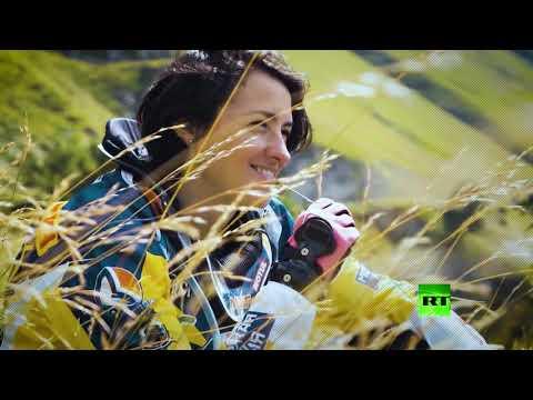 روسية تكسر احتكار الرجال لسباقات الدراجات النارية