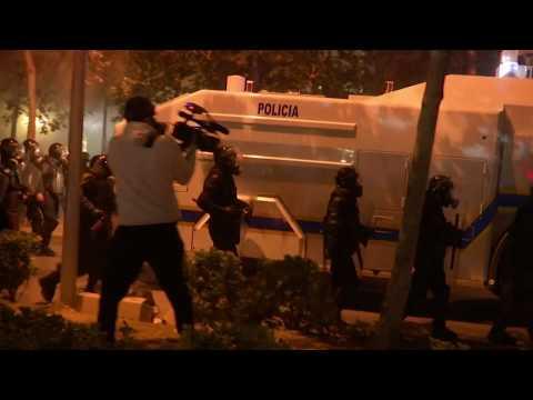 شاهد مظاهرات وأعمال شغب أمام مقري الحكومة والبرلمان في ألبانيا