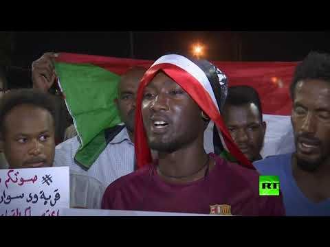 شاهد تظاهرات في السودان للمُطالبة بتسليم السلطة إلى المدنيين