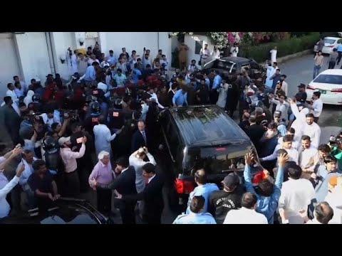شاهد السلطات الباكستانية توقف الرئيس الأسبق آصف على زرداري