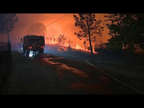 شاهد تعبئة كبيرة للسيطرة على حرائق وسط البرتغال بعد إصابة 20 شخصًا
